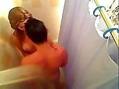 novia caliente follada en el baño