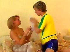 Повезло молодой парень и блондинка Cougar