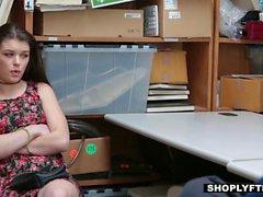 Shoplyfter - Hot Teen wird bestraft zum Stehlen