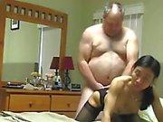 Grand papa baise l'épouse d'Asie