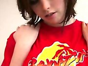 Smoking kuumia ruskeahiuksin seksikäs tyttö ei erittäin kiimainen pelaaminen