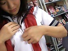 Cute teen school girl erfährt eine seltsam Vibrator