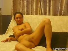 Natural sweetie is proud of her private parts
