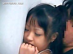 Buceta querida Asian pregado por trás contra a parede