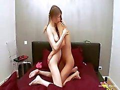 Russische lesbs spelen met lichamen