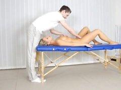 cougar Mature laits coq après le massage inconditionnel