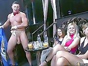 Huge club plein de femmes chaudes et chaudes