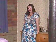 İngiliz BBW sürtük Jenny çeşitli sahnelerde kendisi ile oynuyor