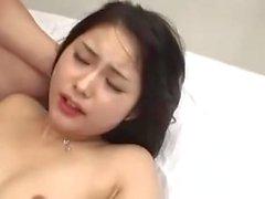 jeune japonaise moule poilue engrossee et spermee