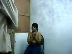 De Bangla Raand Le chantage de son client pour le sexe