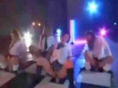 Japani schoolgroup tekemään dildoa dance