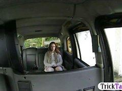 Сексуальная пассажиров стучал водителя мошенничества заднем сиденье