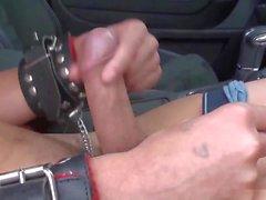 Gefesselt im Auto