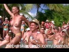 Bir Havuz Bölüm 2 Nudists