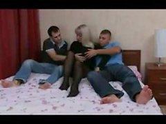 Russe de maturité MILF et de boys