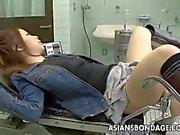 teen Asiatico ottiene la sua controllare prima vagina maltrattati a