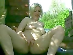 Cachonda Fat Chubby novia que muestra coño y el culo Aire libre