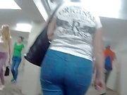 Я следую за большую задницу мамочек в джинсах
