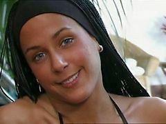 Claudia Demoro diğer adıyla Ripley'i sona Ganged