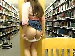Big tiainen Teen lapsi vittuile hänen pussy julkinen kirjasto