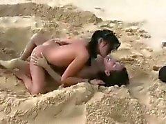 Amia ve Tanner - Cute teens çıplak sahilde eğlenirken