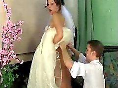 Jaclyn - Mike fiancée en vertu la robe