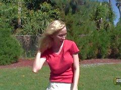 Armez majorette bosomy aimant de Madison Scott