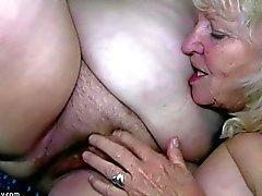 Grosse femme masturbates et léchant mémé
