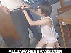 Aoban Itou kiinni leikkinyt hänen pilluakeittiössä