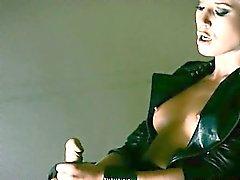 Загадочный модели мастурбацией вместе с фаллоимитатор