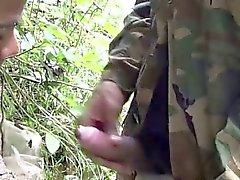 Солдат бродит реки за время минета