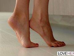 LoveHerFeet - Sprutorgasm Blonde Friends with Benefits