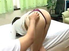 Underbar Brud med ett KÄCK rumpa minskar hennes trosor och njuter