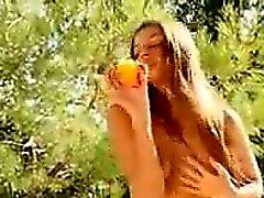 Sexy Teen Hauskaa hedelmä-
