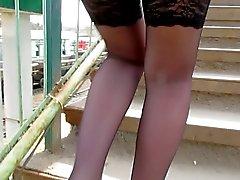 Mustat pitkät sukat Upskirt