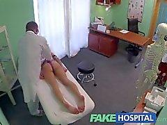 FakeHospital doktor gör starka orgasm att passa in unga ensliga brithday flickan