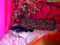 Brunette jugendlich spielen mit einem rosa Dildo 3 . wmv Spiel