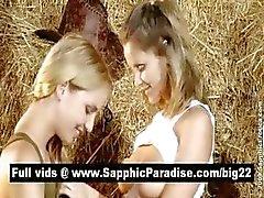 Озорные блондинка и рыжий лесбиянок поцелуи и облизывая соски и имеющие Лесбия любовью
