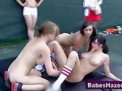 Вечеринка Teens вылизывает кисок горячих милашек