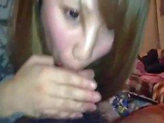 Japanease Mädchen knwos ihre Pflicht als Freundin