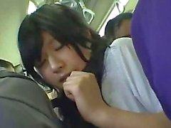 Застенчивая Gangbanged в государственной поезда