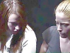 Gruppo di i voyeurs della vigilanza le lesbiche mormone spogliatura