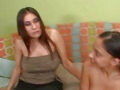 Ausgebeutete Babysitten - Alexis & Sheila
