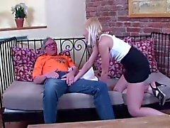 Vanha mies ei vittuile vaalea tytön