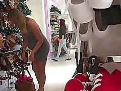 19 años; edad de compras para los zapatos Nicole embarazada