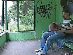 Vår första jordbruks sex på busstationen