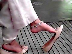 cándida indio de maniobra del dedo del pie que cuelga