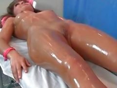 Sexy brunette babe krijgt sensuele massage part6