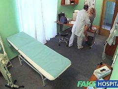 metresi için doktor FakeHospital Üçlü cumshot