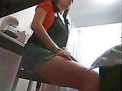 Genç bir kız doktoru tarafından istismar